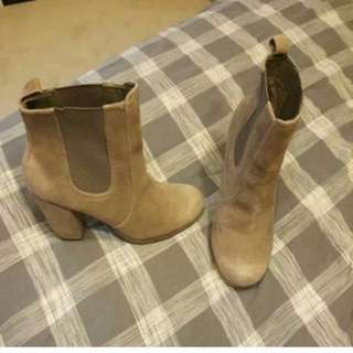 Betts Boot Heels Size 8