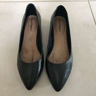 Hush Puppies Lucy Leather Flats Size 7.5