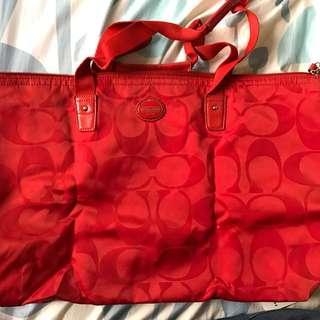 coach正紅色包包