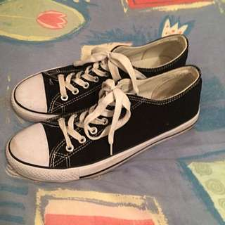 Black And Whit Sand Shoes