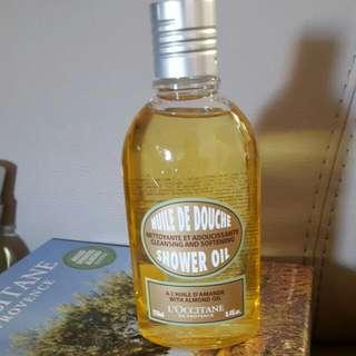 L'occitane en Provence Almond Shower Oil (BRAND NEW) 250ml