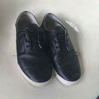 Toms Leather Shoes
