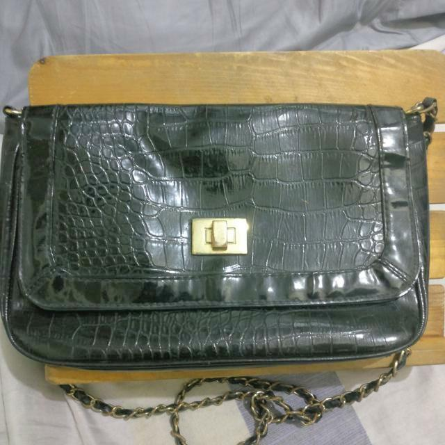 Black Bag With Chain Sling