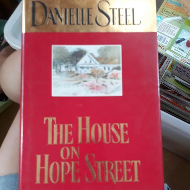 Danielle Steel-The House On hope street