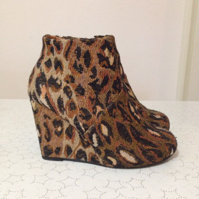 Size 6 Animal Print Wedge