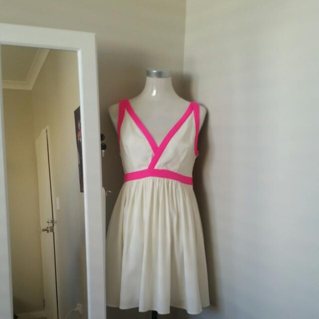 White dress with pink accent #autumndeclutter