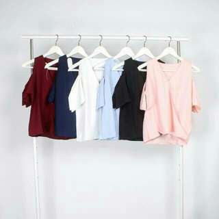 168 peony blouse IDR 100,000 available in maroon navy white blue black pink    marerial :  katun emerald  LD : 90 cm  Length : 53 cm