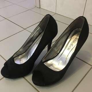 NEW Size 8 Black Heels