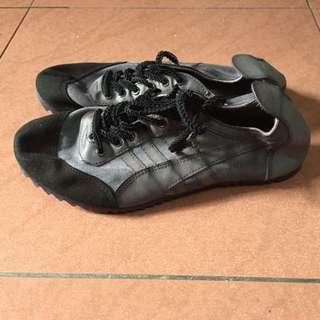 🍄🍄日牌Frapbois Jaguar 黑色洗水波鞋,只穿過1次後便一直放存