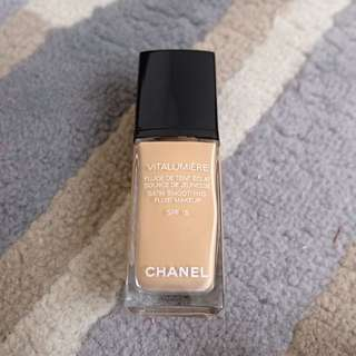 Chanel Vitalumière Foundation
