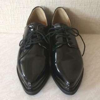 STYLENANDA黑色尖頭皮鞋