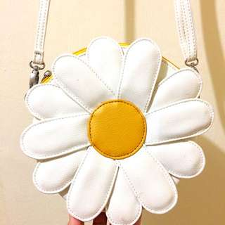 Daisy Slingbag By Fluori