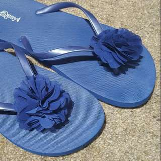 #under20 Royal Blue Jandles With Flower!