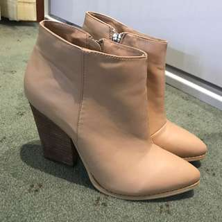 Cream Boots From novo