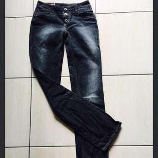 二手Guess黑色刷白牛仔褲