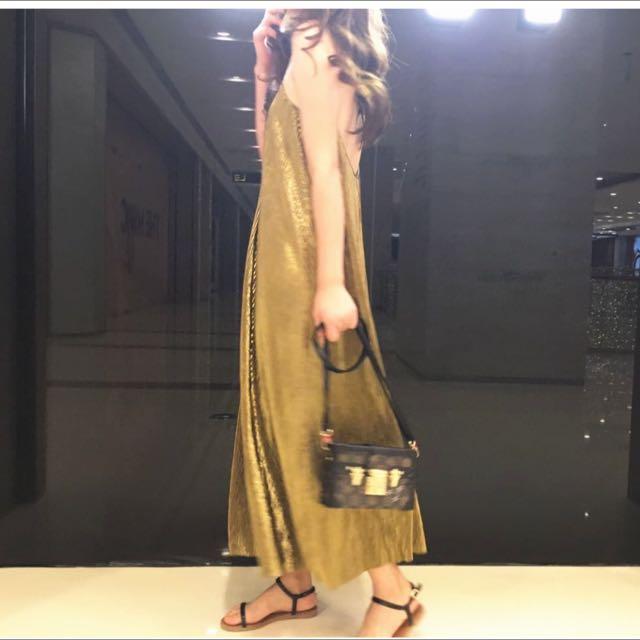 2017韓版新春款時尚🌸💕空運來台💕🌸超美款性感款露背吊帶鍊金色時尚渡假風禮服長洋裝