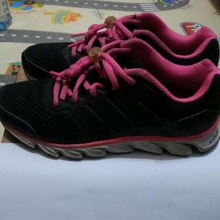 🚚 (正)ADIDAS運動鞋