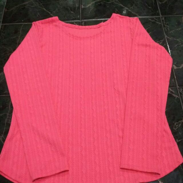 Baju Merah Muda