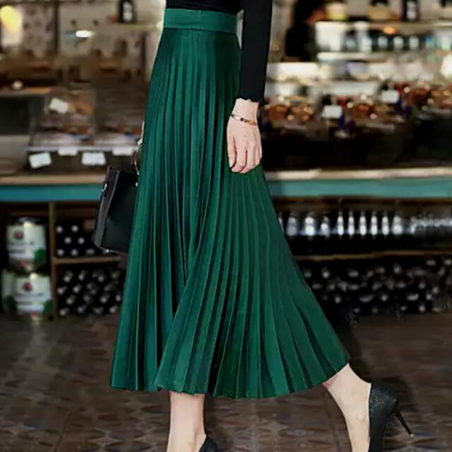 e0492cb2113e Dark Green Pleated Midi Skirt, Women's Fashion, Clothes, Pants, Jeans &  Shorts on Carousell