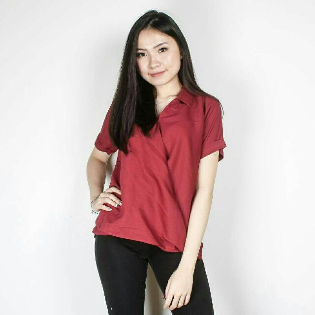 Erica Top IDR 115,000 Available in black  grey white navy Material katun LD 100cm P 60cm