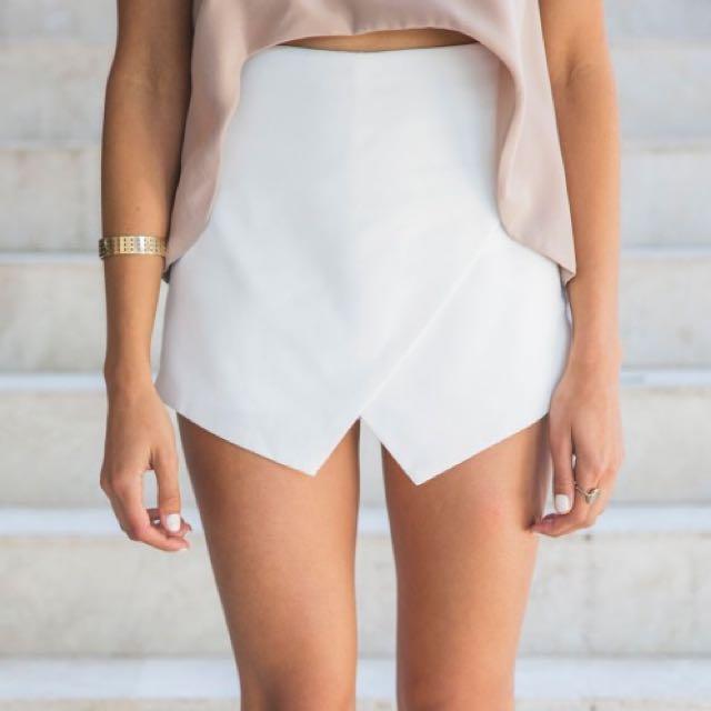 White Skort (skirt+short) In Size Small (size 8)