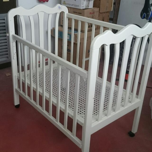 Wood Crib With Teflon Matress