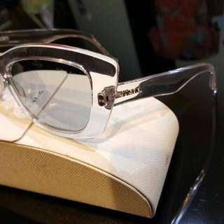 PRADA 太陽眼鏡