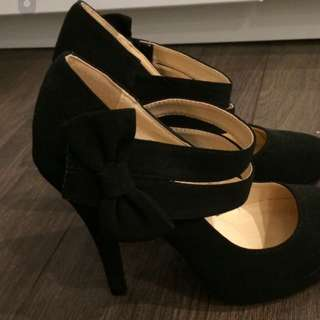 Cute Suede Black Heels With Bow On Side