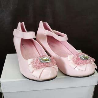 全新粉紅公主鞋(34碼)