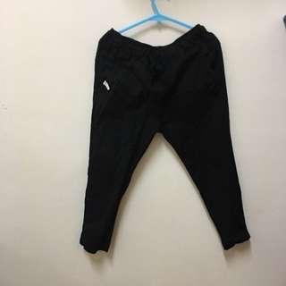 黑色 微寬鬆 褲子