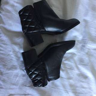 Shubar Ankle Boots