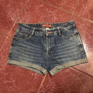 DENIM SHORT (code: not with text)