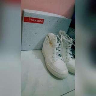 Tracce Sepatu Hight