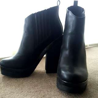 ZU ankle boots