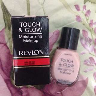 Foundation REVLON touch & glow