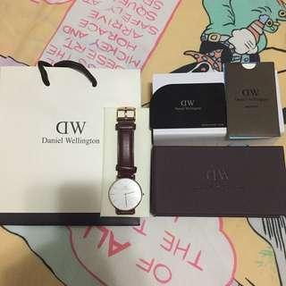 降‼️‼️代朋友轉售 Dw女錶