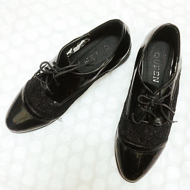 黑色蕾絲漆皮跟鞋