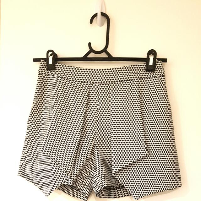 Black and white mosaic shorts