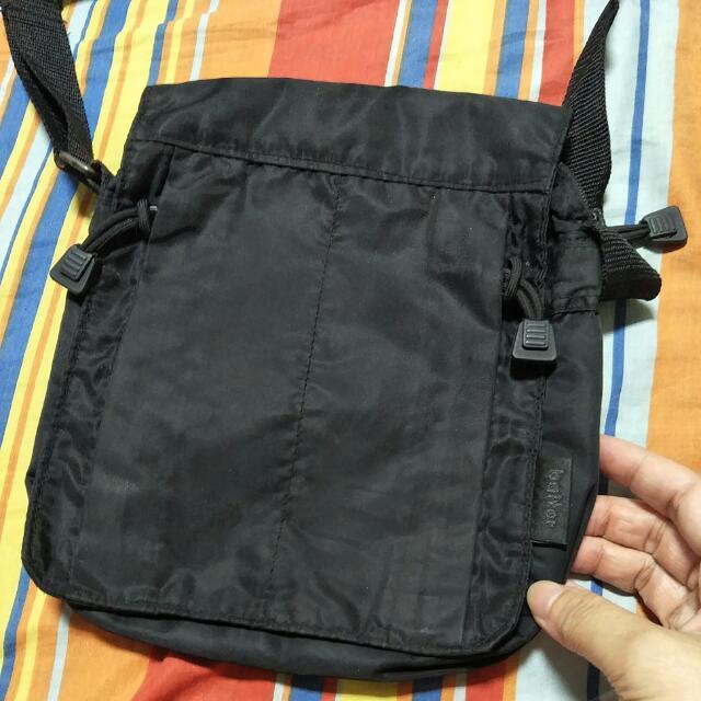 黑色側背包baiter