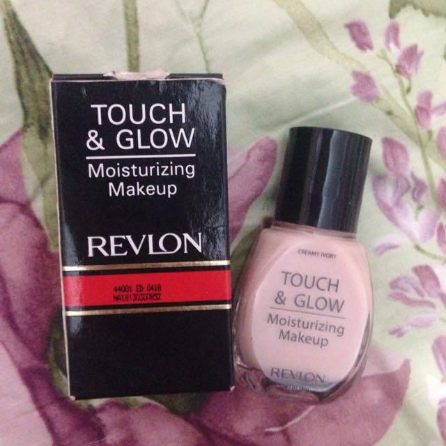 Foundation REVLON touch & glow