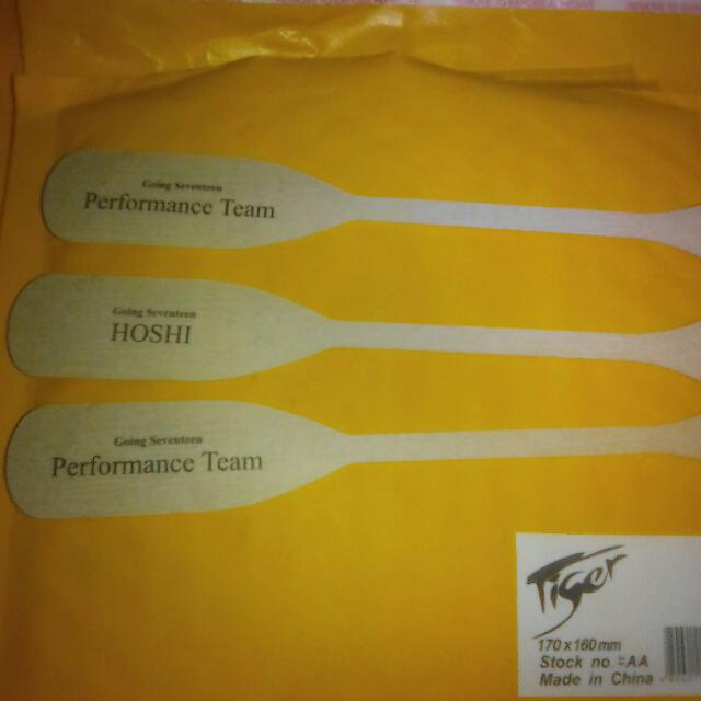 GOING SEVENTEEN PADDLE BOOKMARK HOSHI AND PERFORMANCE TEAM