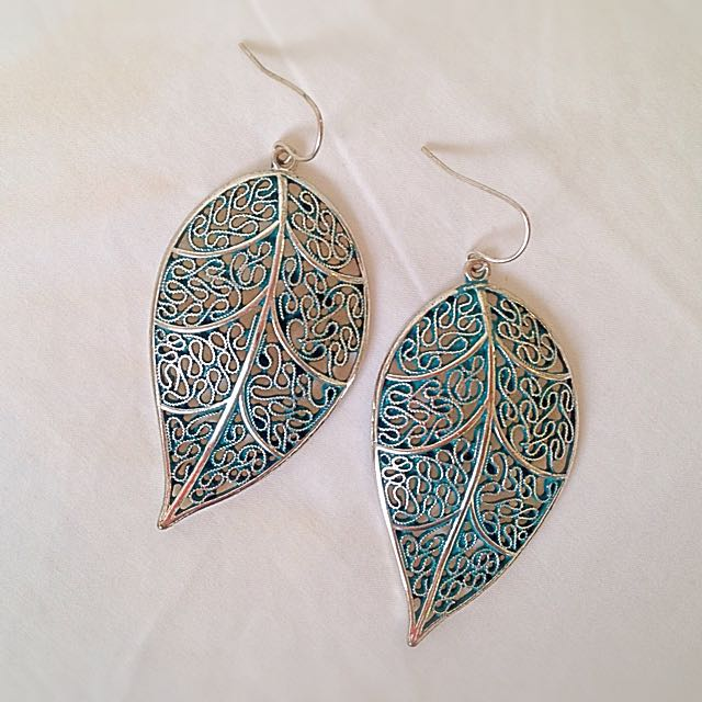 Teal Leaf Earrings #decluttermarch