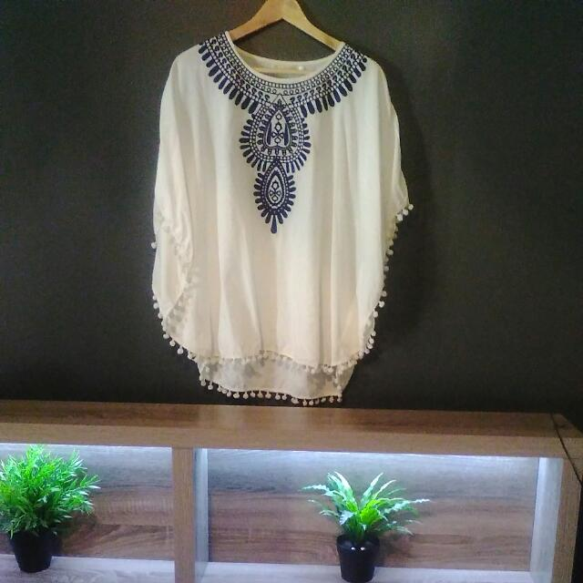 White Flowy Top Size Small By Talisman