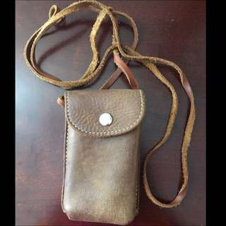 Roots Pouch