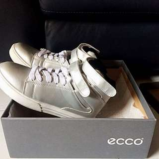 80% dsct off ECCO ELAINE High Top Shoe: Mid Cut Zip Cocoa Brown
