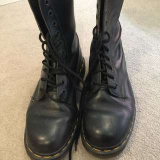 Near New Doc Martens Black 10 Hole Size 8.5