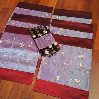 FLORAL PLACEMATS AND CHOPTSTICKS X 6