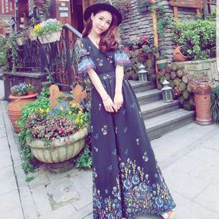 long chiffon dress.. very beautiful piece.. 2xl n fits UK14