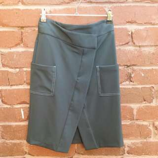 TOPSHOP Dark Green Skirt With Contrast Stitching & Oversize Pockets Size 6