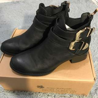 Air Space 黑色短靴